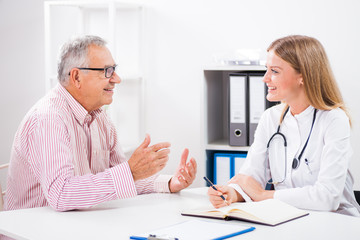 Patient is telling doctor about his health problems.