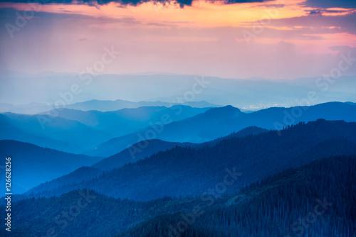 Foto auf Gartenposter Hugel Sunset in the mountains