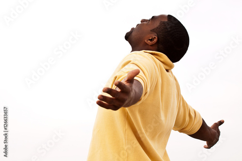 Photo African American man with open arms
