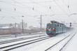 Грузовой поезд в снегопад