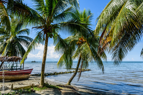 Montage in der Fensternische Karibik Boats on Caribbean beach, Guatemala