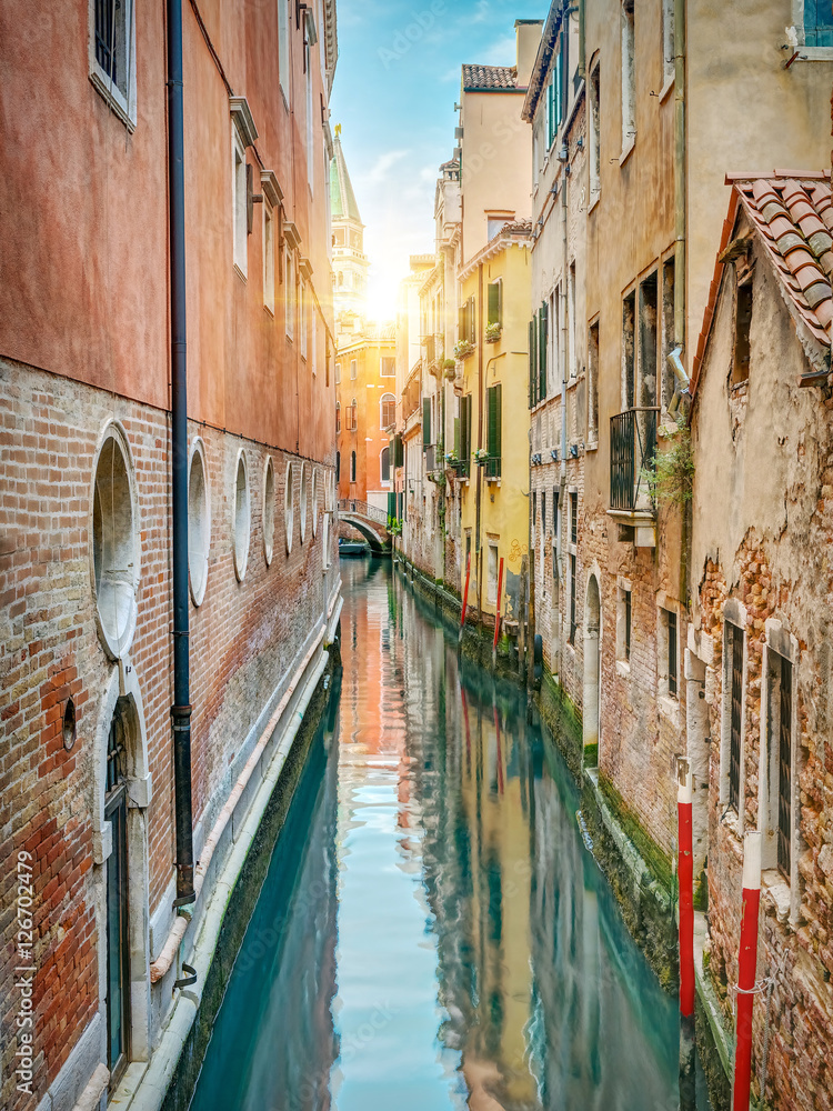 Fototapety, obrazy: Colorful alley, Venice