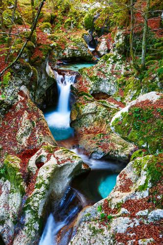jesien-w-potoku-gorskim-w-dolinie-lepena