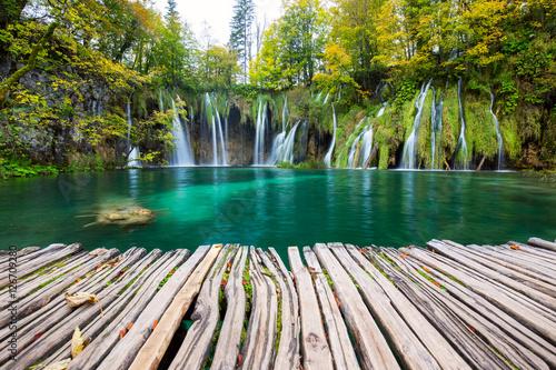 Spoed Fotobehang Weg in bos Waterfalls of Plitvice National Park