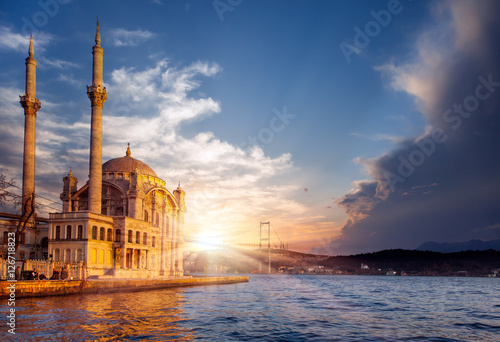 Obraz na plátne Ortakoy mosque and Bosphorus bridge, Istanbul, Turkey