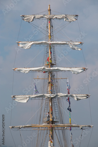 Keuken foto achterwand Schip Vintage sailing ship mast ropes and tackle, Tall ship rigging mast detail, blue sky background