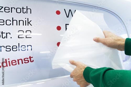 Fotografía  Werbetechnik / Autobeschriftung mit Aufklebern / Beschriftung mit Klebefolie