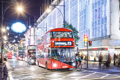 Tuinposter Londen rode bus Christmas street lights in London