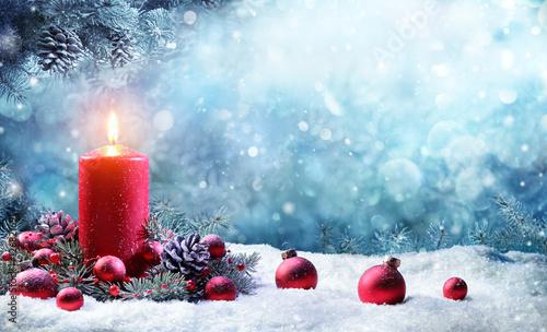 Foto-Doppelrollo - Advent Candle With Fir Branches Burning In Snowy Scene  (von Romolo Tavani)