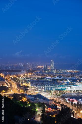 Miasto Barcelona w nocy