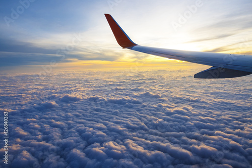 Türaufkleber Flugzeug Sunrise and beautiful cloud view from window of aircraft