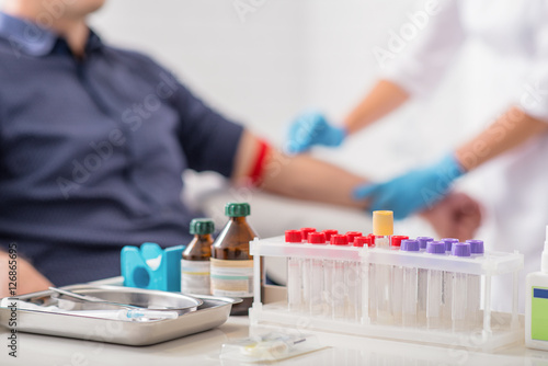 Fotografía  Man getting blood test preparation in clinic