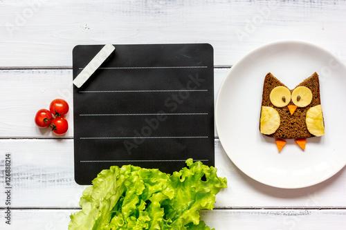 Fotografía  kids menu owl shaped sandwich place for text top view