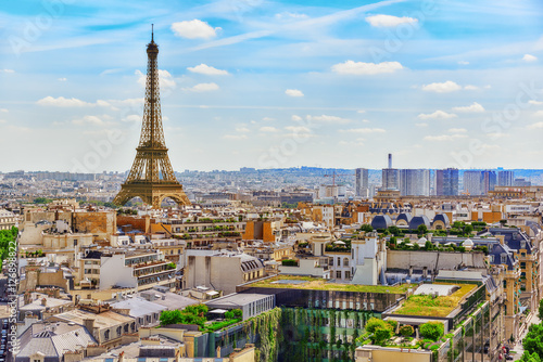 Papiers peints Paris Beautiful panoramic view of Paris from the roof of the Triumphal