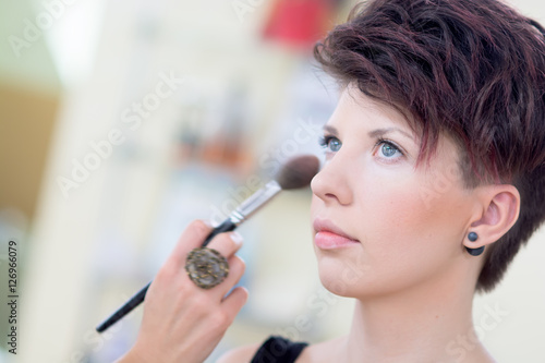 The Girl With Dark Hair And Short Hair Make Make Up In A Beauty