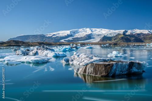 Foto op Canvas Gletsjers Icebergs in Jokulsarlon glacier lagoon, Iceland