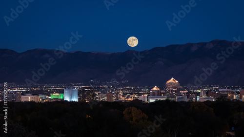 Photo Supermoon Rising Over Albuquerque
