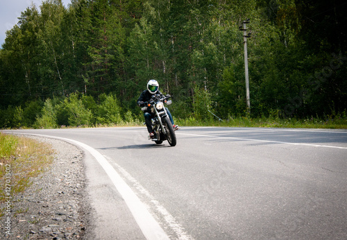 Fotografie, Obraz  Мотоцикл на дороге.