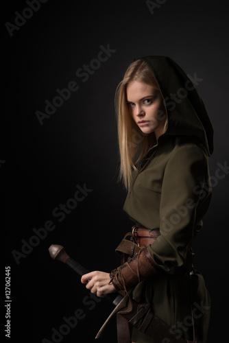 Foto  Frauenkrieger mit Schwert
