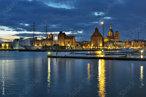 Foto auf Gartenposter Stadt am Wasser Harbor of Stralsund in the sunset, Germany