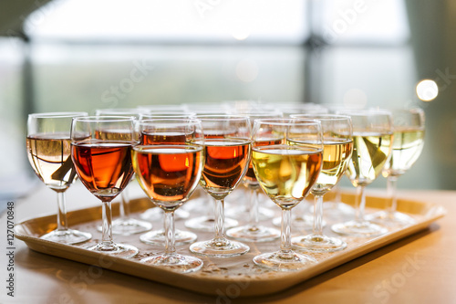 Papiers peints Vin a plate with glasses of red, white and rose wine