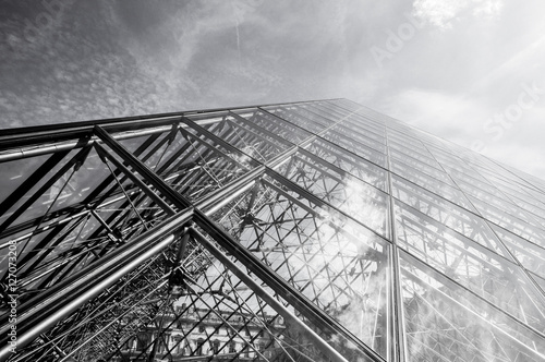 Tuinposter Oude gebouw PARIS, FRANCE - 02 SEPTEMBER, 2015: Building of Louvre in Paris, France. The museum is one of the world's largest museums and a historic monument. A central landmark of Paris. Black-white photo.