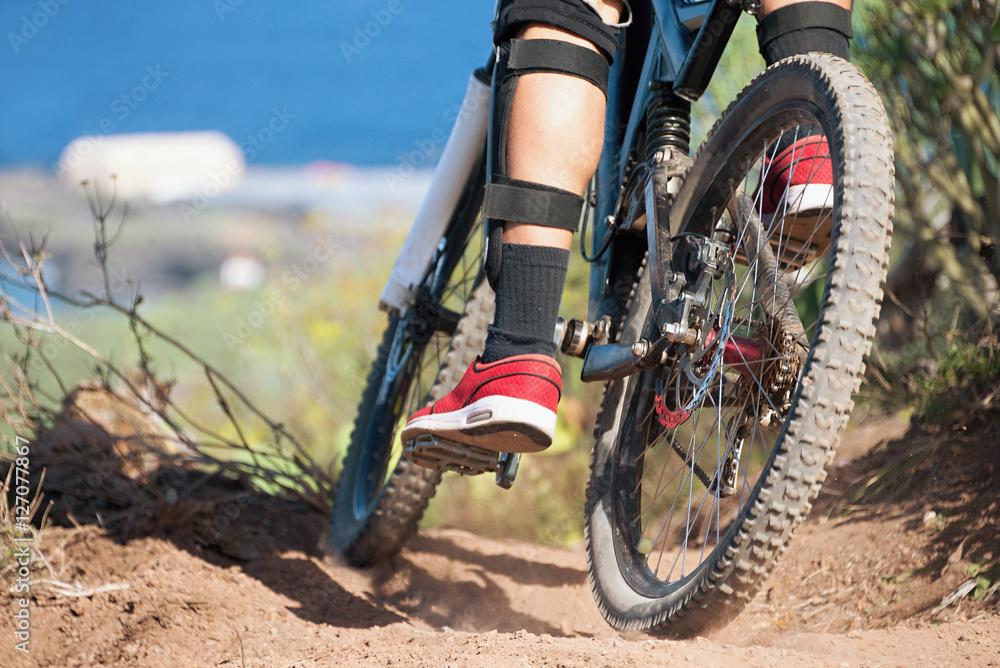 Downhill Mountainbike, Mann Radfahrer zum Fahrrad fahren. Poster ...
