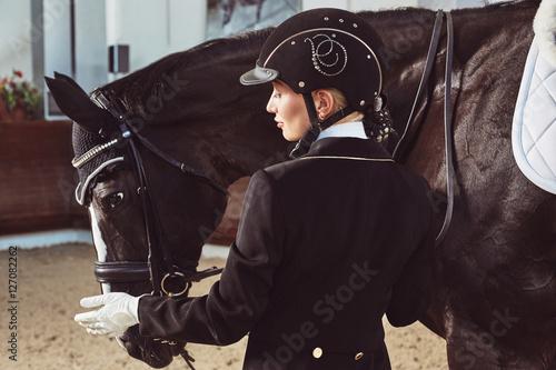 Fotografía  woman jockey with his horse