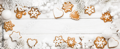 Foto op Plexiglas Koekjes Christmas cookies with fir branches