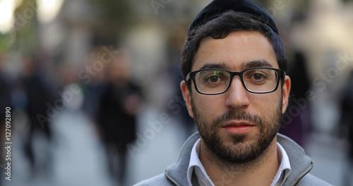 Fotografía Jewish caucasian man in city smile face portrait