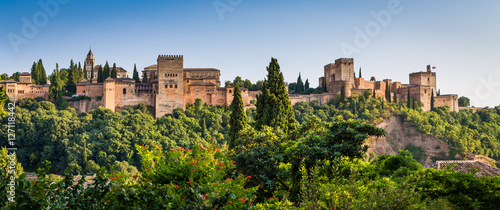 Photo Famous Alhambra Royal Palace (UNESCO heritage) from the view point in front of t