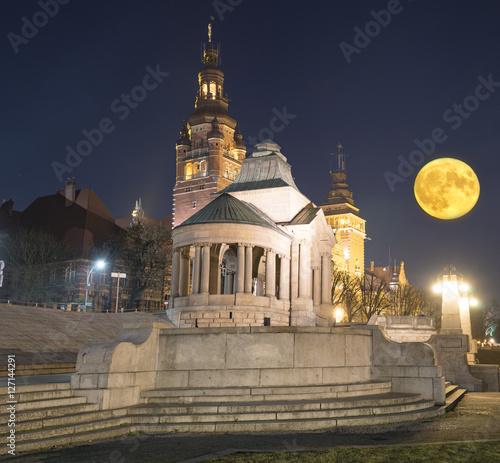 Obraz Stare Miasto w Szczecinie w świetle super księżyca - fototapety do salonu