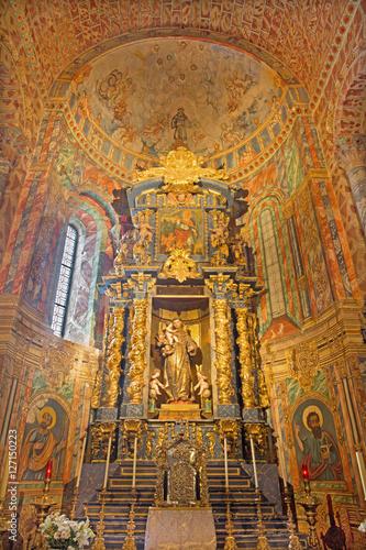 Fotografija AVILA, SPAIN, APRIL - 19, 2016: The baroque side altar of St
