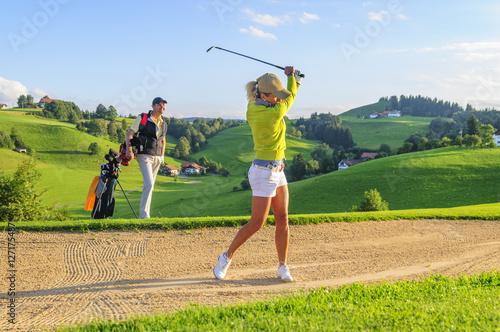 Leinwand Poster Golf spielen in herrlicher Landschaft