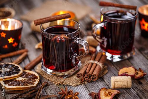 grzane-wino-na-zime-wyjatkowa-aranzacja-z-laskami-cynamonu