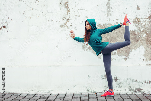 Fototapeta  Fitness sport girl in the street