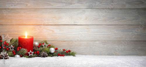 Foto-Doppelrollo - Weihnachten oder Advent Hintergrund: Holz, eine Kerze und Tannenzweige auf Schnee, Panorama Format mit Textfreiraum (von Smileus)