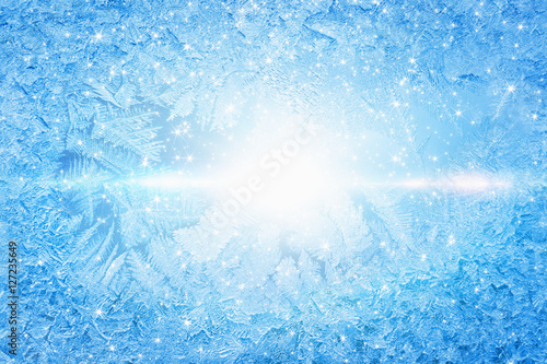 Obraz Bright sun shines through frozen window - fototapety do salonu