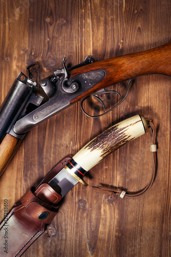 Foto op Aluminium Jacht Hunting rifle and knife