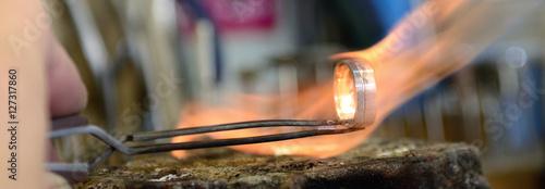 Foto  Banner Arbeit in einer Goldschmiede mit Flamme