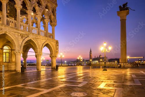Foto op Plexiglas Venetie Citiyscape view of Piazza San Marco square at sunrise