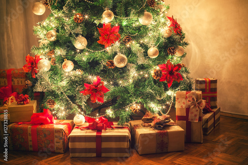 Christmas tree with presents Fototapeta