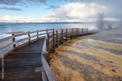 Tuinposter Natuur Park Yellowstone National Park, West Thumb Geyser Basin