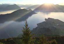 Zauberhafte Bergwelt / Blick Von Der Rigi Nach Westen über Den Vierwaldstätter See Zum Pilatus Und Der Dahinter Untergehenden Herbstsonne