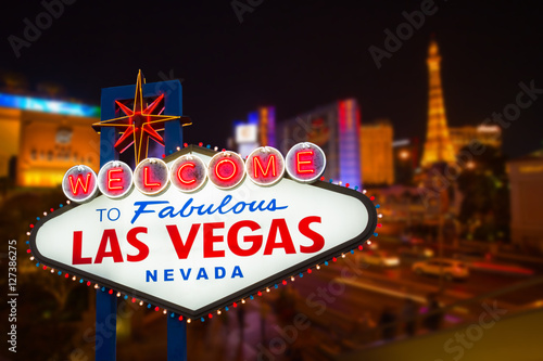 In de dag Las Vegas LAS VEGAS - MAY 12 : Las Vegas strip road at night View of the s