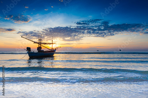 Foto op Aluminium Koraal Sunrise over on the beach with boats