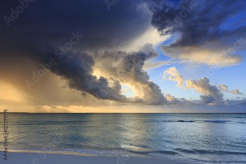 Spoed Foto op Canvas Zee zonsondergang Ouvéa, Mouli
