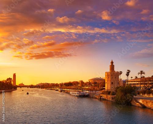 Papiers peints Paris Seville sunset skyline torre del Oro in Sevilla