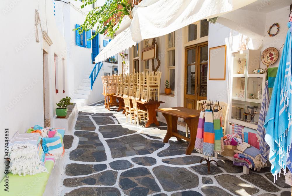 Fototapety, obrazy:  Wąska uliczka na wyspie Mykonos, Cyklady, Grecja