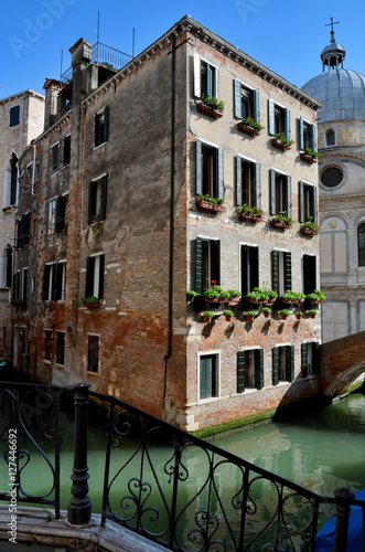Venice, antique palace and canals Canvas Print